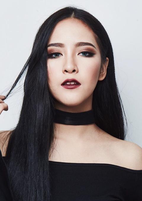 Soundtiss makeup